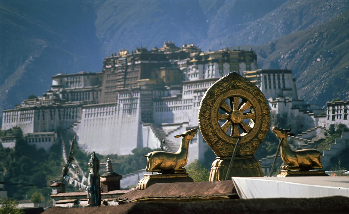 the-potala-palace-seen-from-the-roof-of-the-jokhang-temple-lhasa-tibet-2000