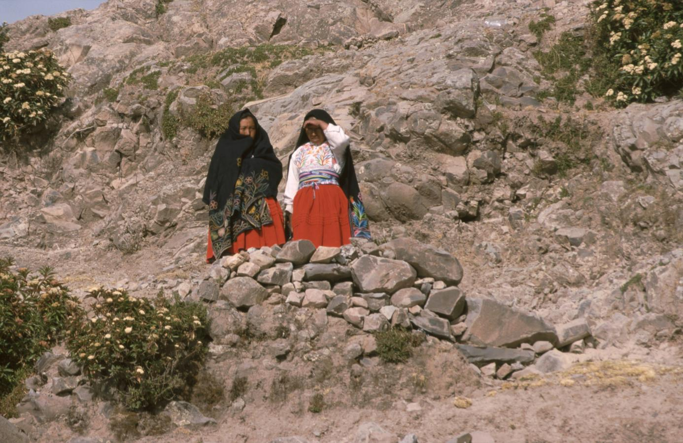 women-around-lake-titicaca-2-peru-2001