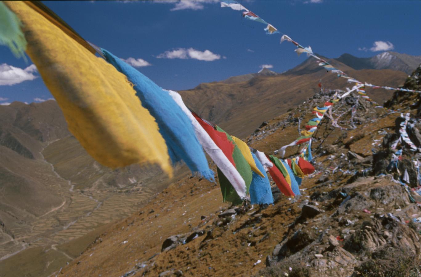 prayer-flags-tibet-2000