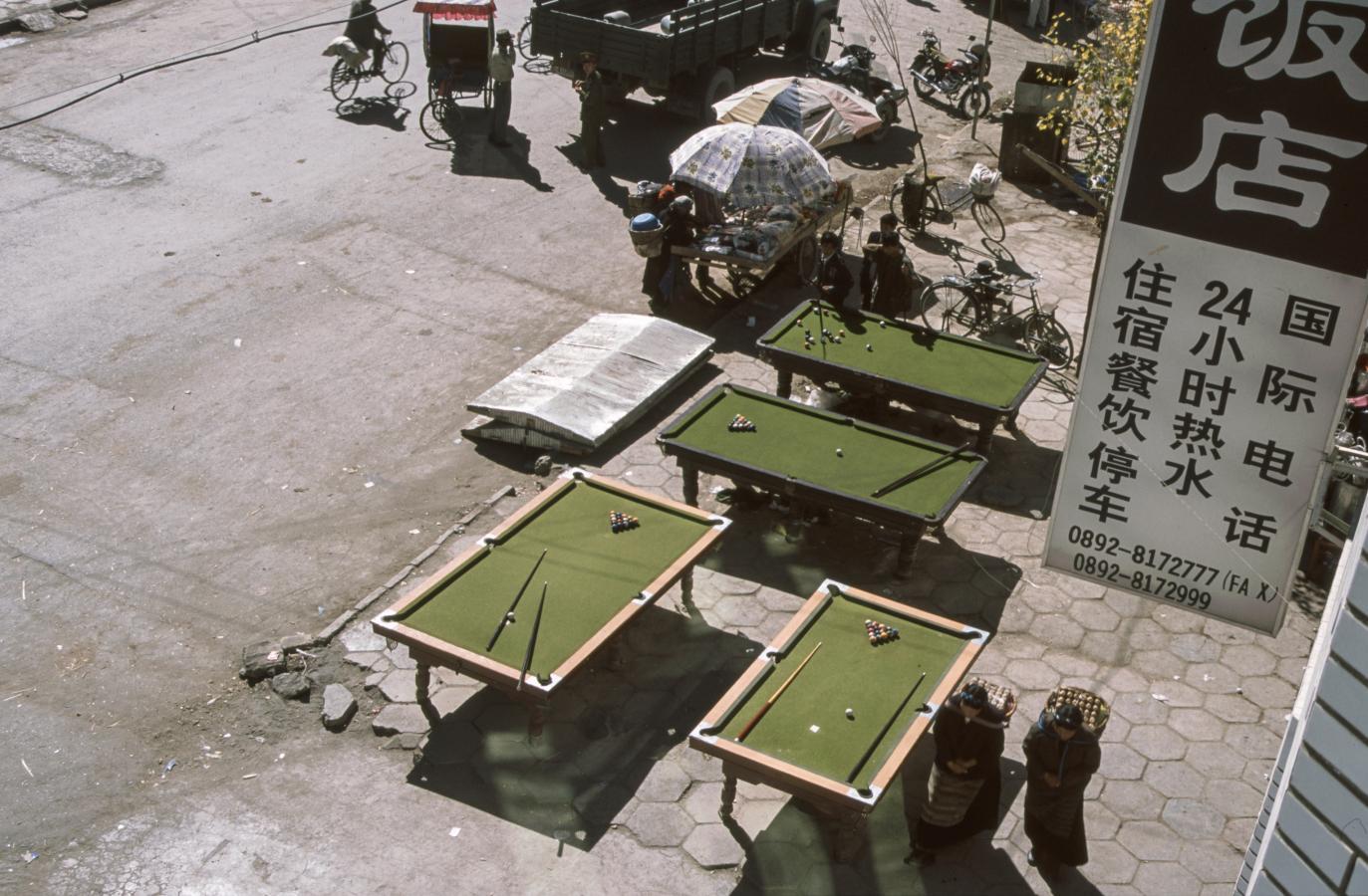 pool-tables-in-the-street-shigatse-tibet-2000-