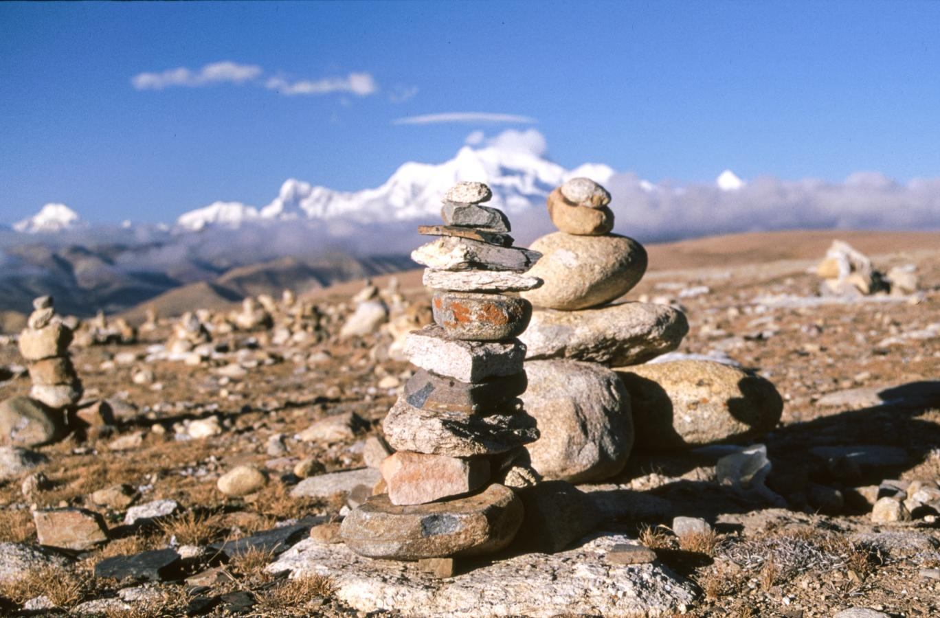 mountain-pass-of-lhakpa-la-2-tibet-2000