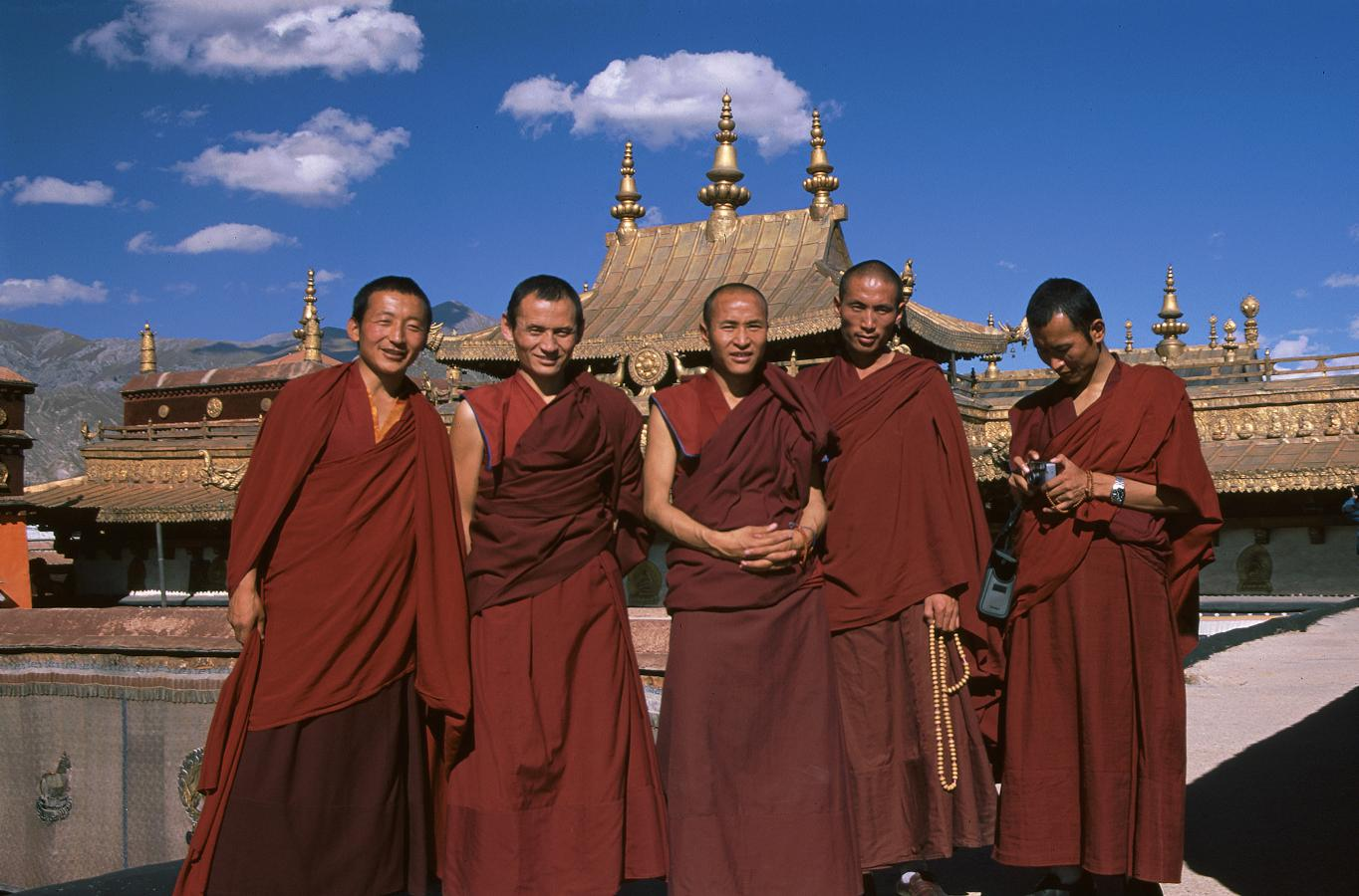 on-the-roof-of-the-jokhang-temple-lhasa-tibet-2000