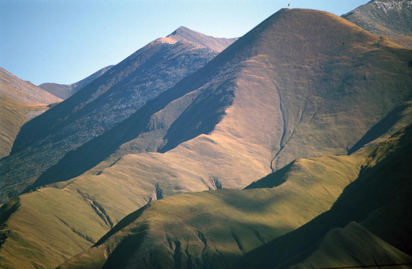 mountains-around-lhasa-tibet-2000