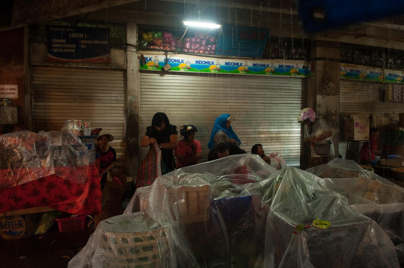 market-during-rainfall-bali-2013